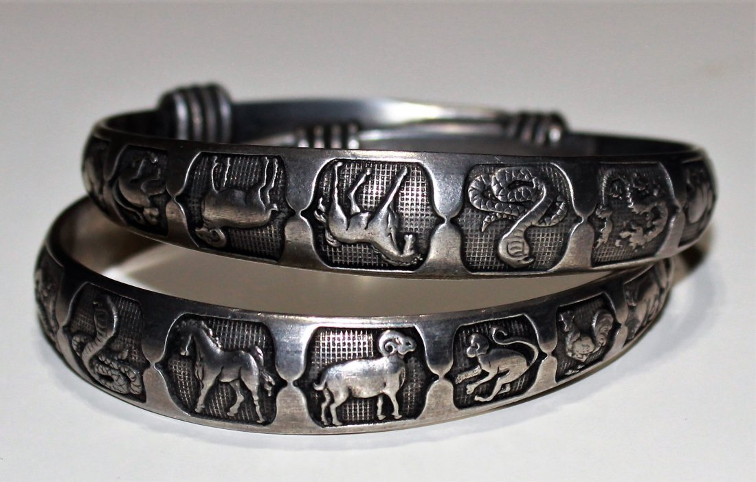 A Pair Old Collectibles Handwork Tibet - Silver Carving