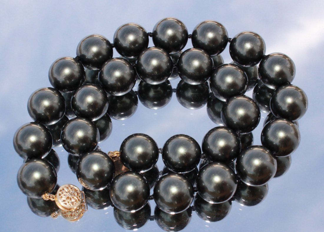 Cultured black Tahitian Pearl Necklace