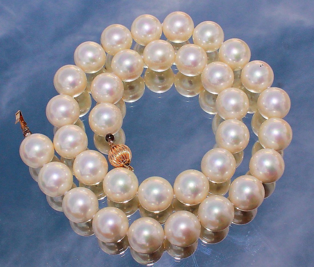 Cultured White Pearl Necklace