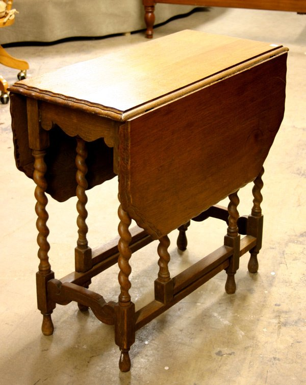 13: EARLY 20TH CENTURY ENGLISH OAK DROP LEAF GA