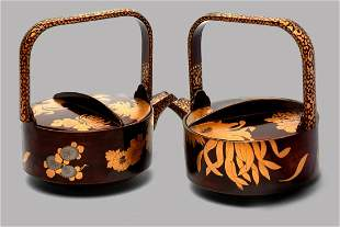 Pair of sake teapots in lacquer and gold, Japan, 20th