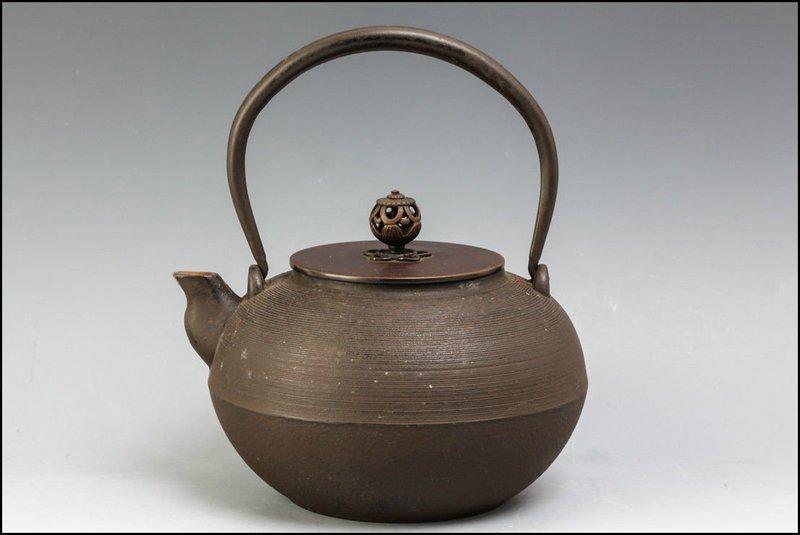 Taisho Period Iron Tea Kettle (Tetsubin)