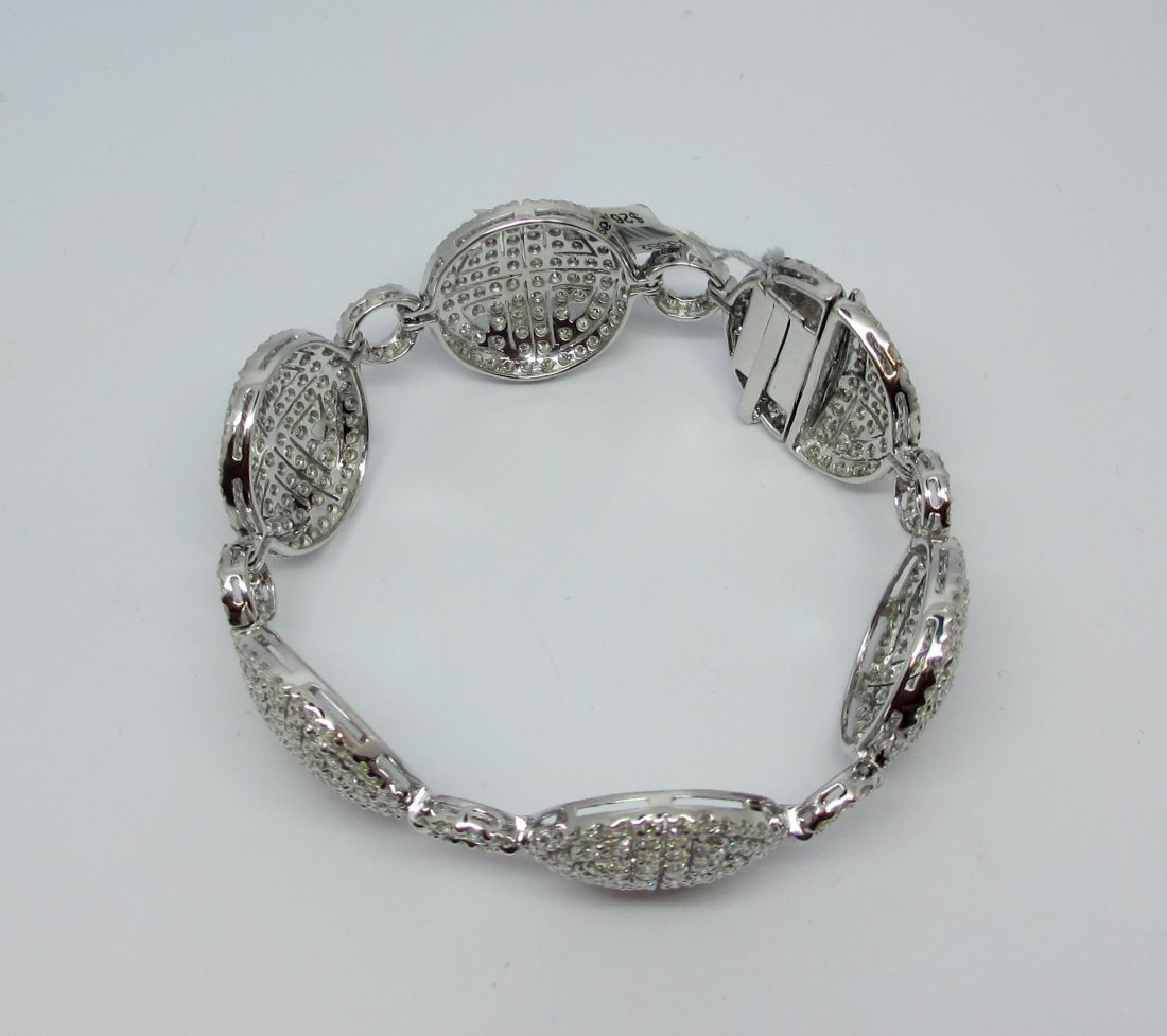 18k w/g Diamond Bracelet with over 11.00ct of H color
