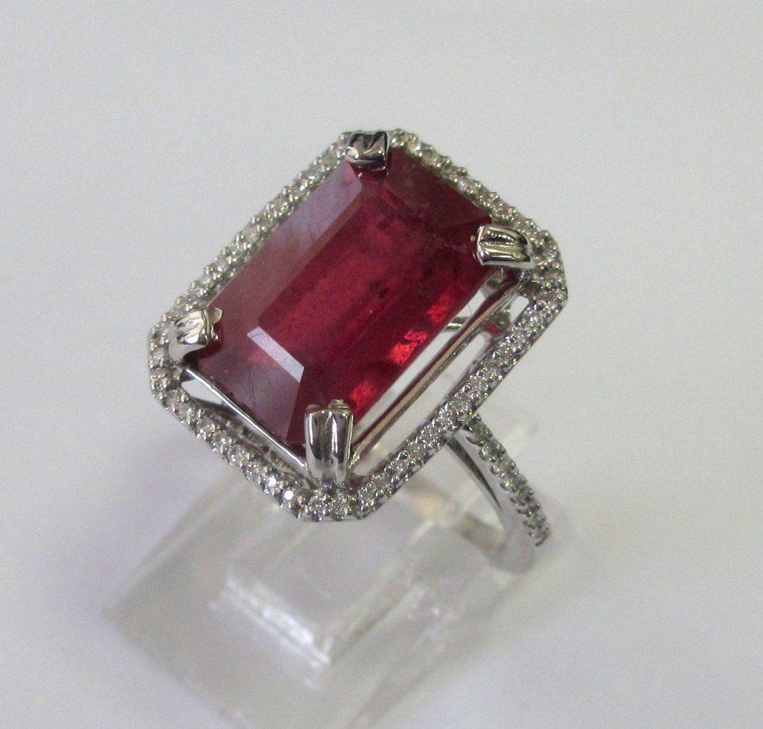 14K W/G Diamond/RUBY RING This 14K white gold elegant