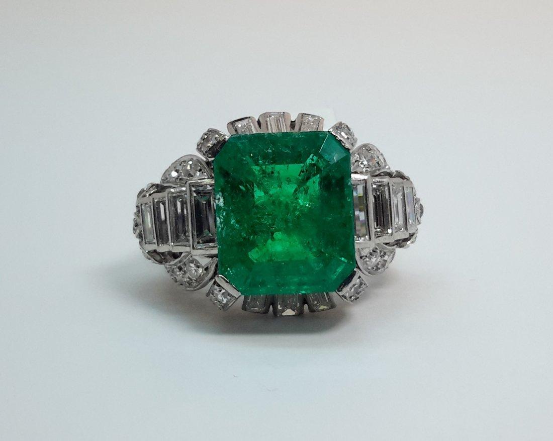 PLATINUM DIAMOND COLMBIAN EMERALD RING, A frame of