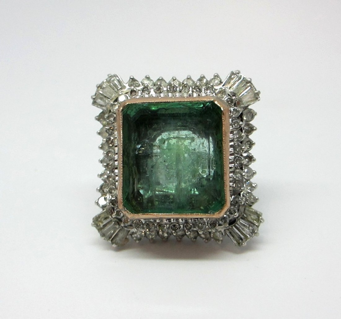 18K W/G DIAMOND NATURAL EMERALD RING This white gold