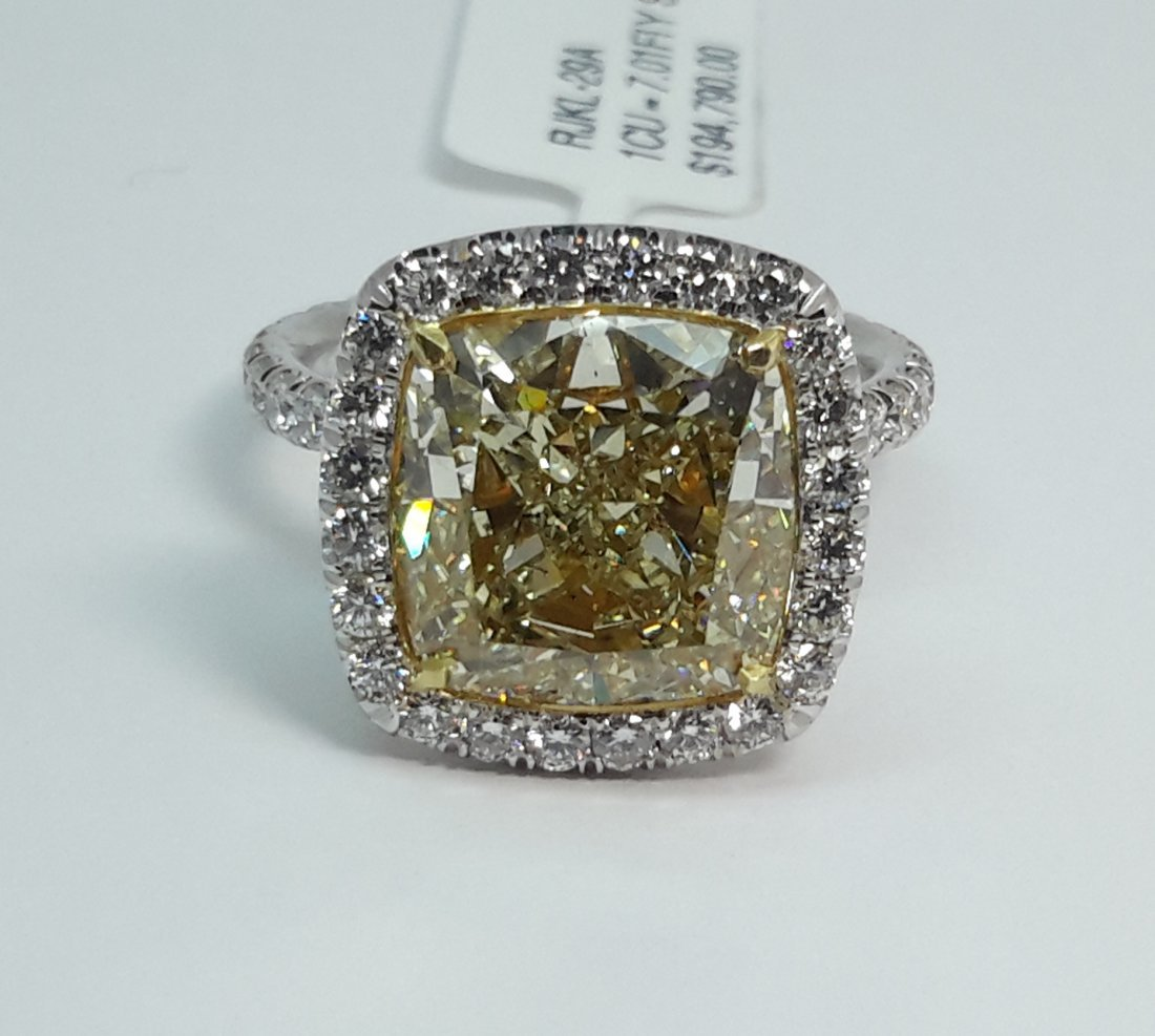 Spectacular Platinum Ring with Green-Yellow Diamond