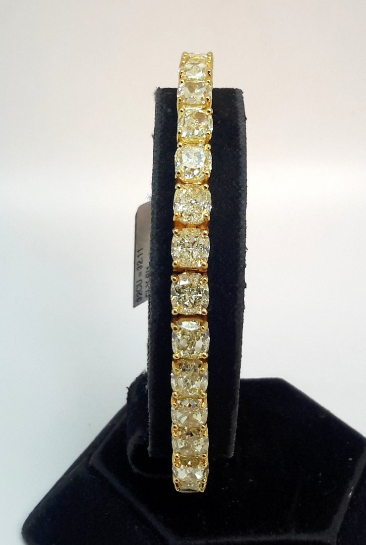 18K Yellow Gold NATURAL FANCY YELLOW DIAMOND BRACELET