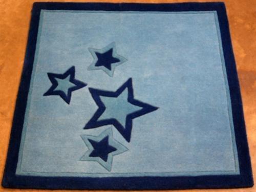 FINE QUALITY STAR MOTIF BLUE HAND TUFTED RUG