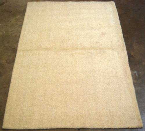 FINE QUALITY BEIGE HAND TUFTED RUG