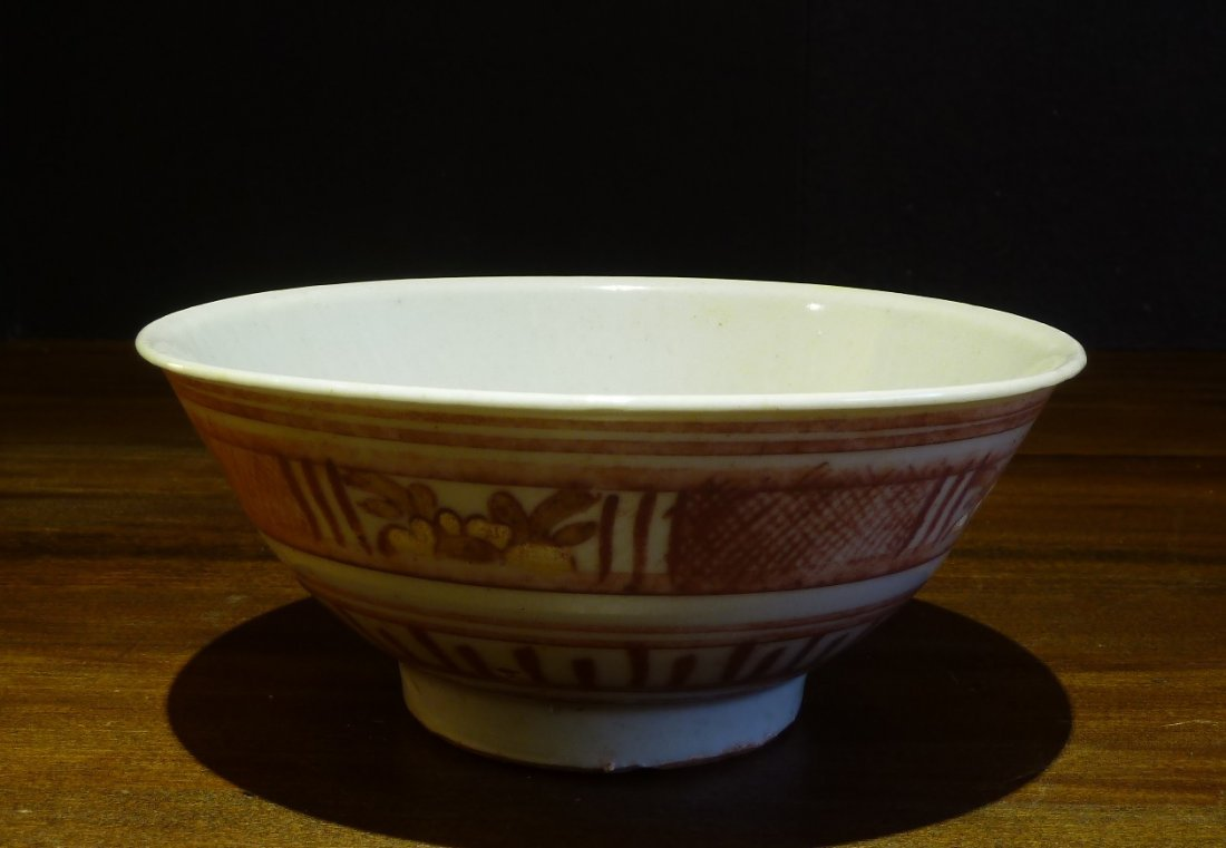 Ming Period 17th Century / Sansai Bowl with Floral