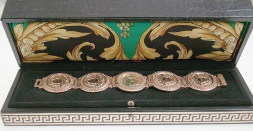 """18KYG """"GIANNI VERSACE"""" SIGNATURE COLLECTION WATCH W/BOX"""