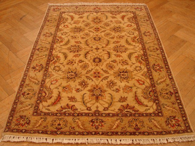 Vegetabledyed 6'x4' antique reproduction Soltanabad