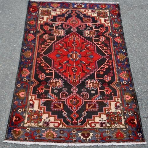 FINELY CONTRASTED HAND WOVEN PERSIAN HAMEDAN