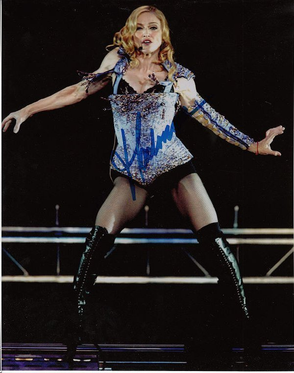MADONNA AUTHENTIC SIGNED 8 X 10 PHOTOGRAPH.