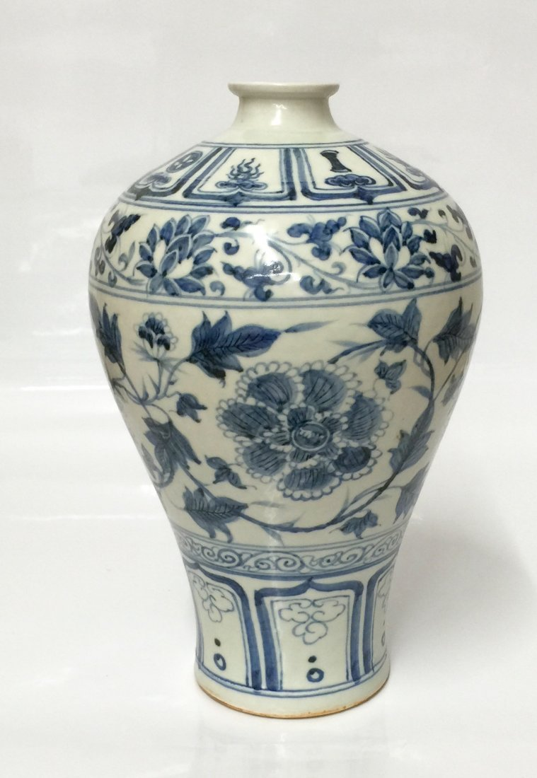 Blue and white vase. Yuan Period.