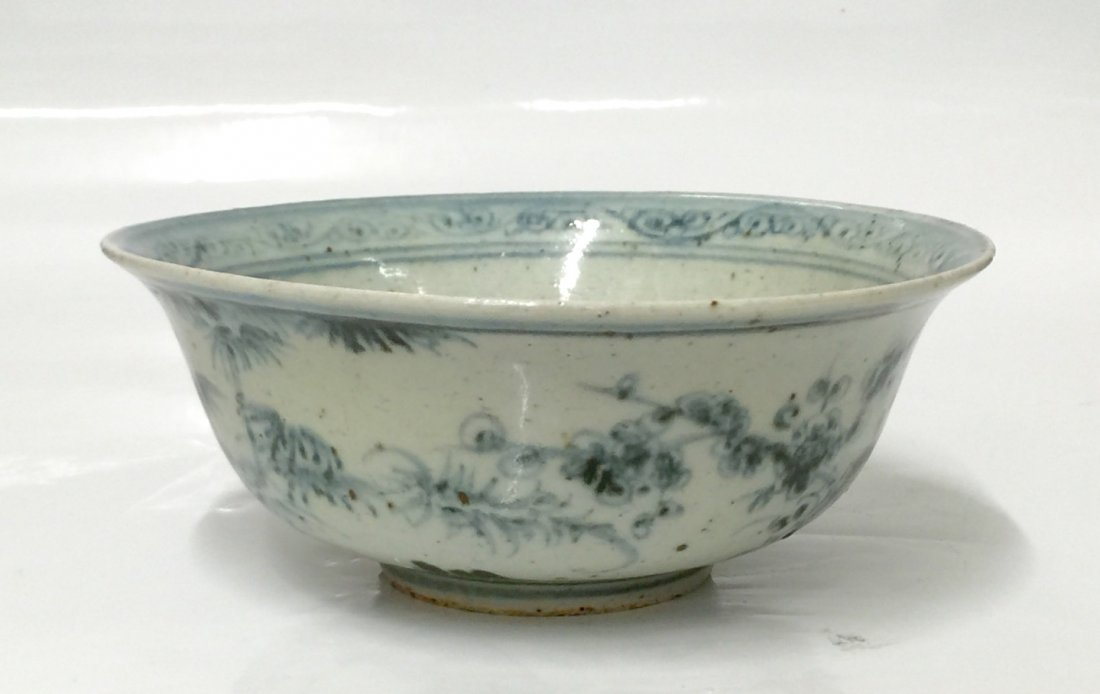 Blue and white bowl. Ming Period.