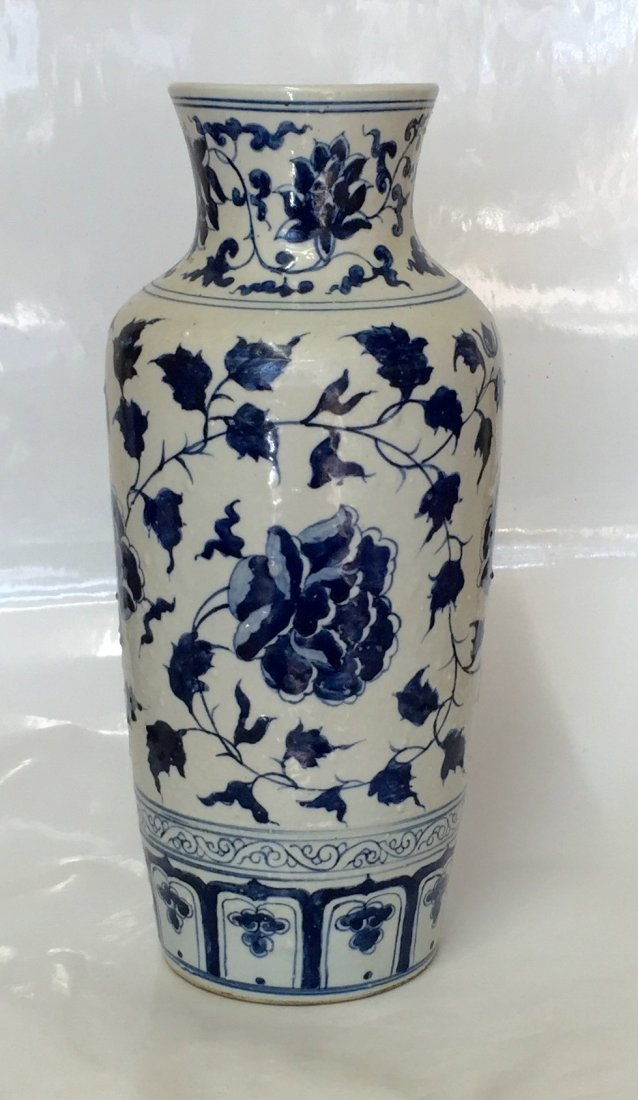 Blue and white vase. Ming Period
