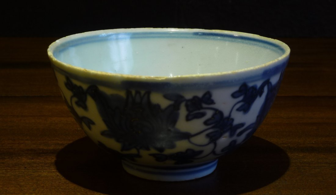 Ming Period 17th Century / Blue & White Bowl with