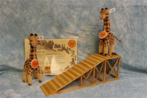 Steiff Noah's Ark Giraffes with Ramp EAN 038341