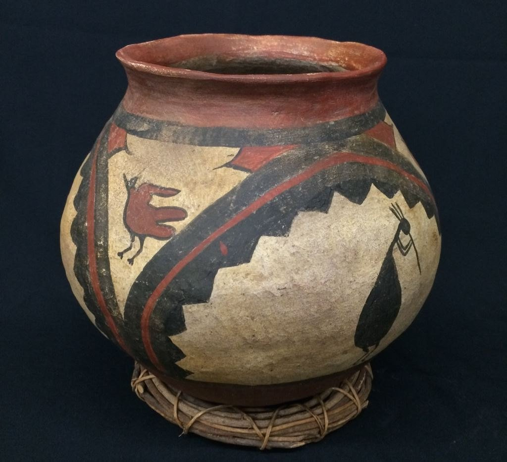 Large Pueblo Style Pottery Pot (Circa Early 1900's),
