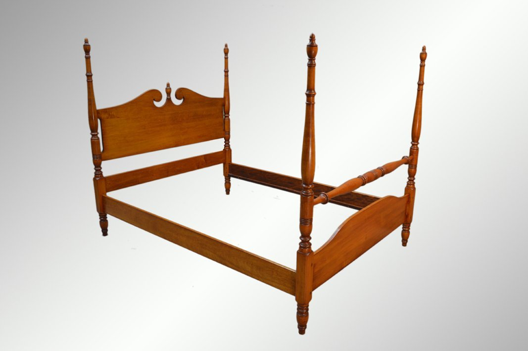 Vintage Maple Pencil Post Full Size Poster Bed