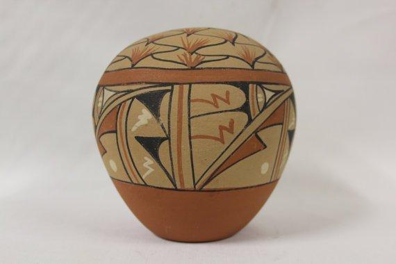 Native American Jemez pueblo Polychrome Pottery Seed