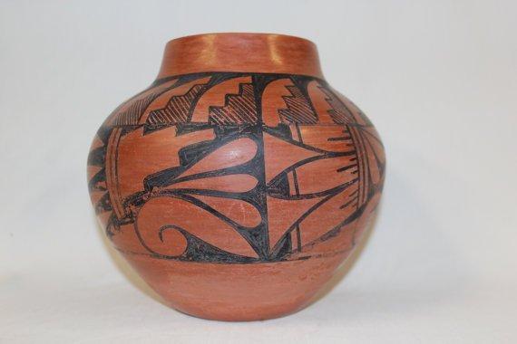 Native American jemez Pottery Jar, signed by Donald