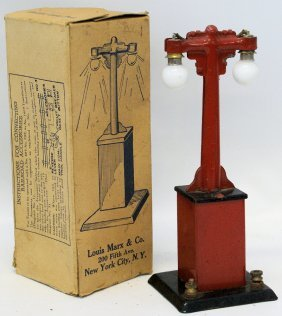 Vintage Marx O Gauge Train Electric Lamp Post In The