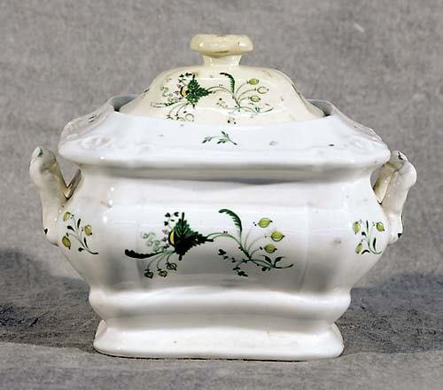 513: English porcelain covered sugar bowl first half 19