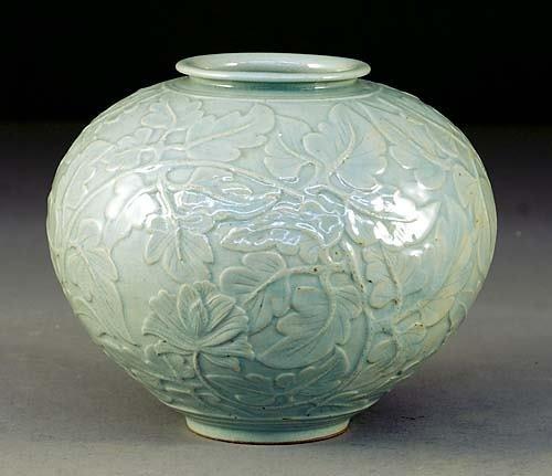 714: Chinese celadon ceramic vase early 20th century