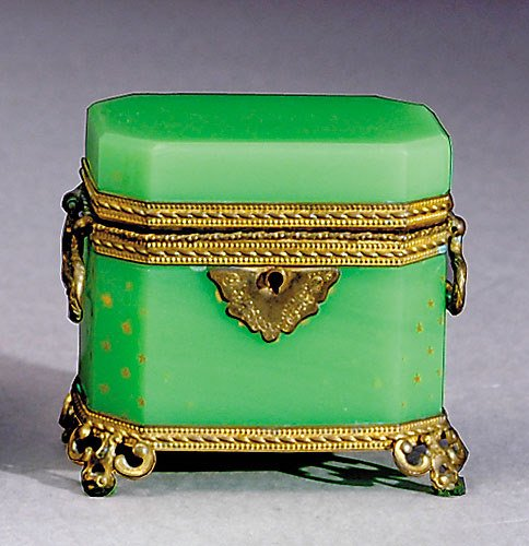 1010: French green opaline glass box