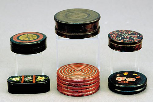 1011: Six lacquer snuff boxes