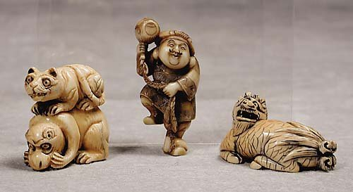 008: Three Japanese carved ivory netsuke  20th century