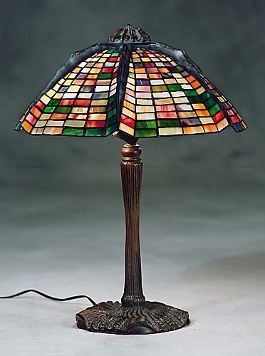 440: Tiffany style leaded glass table lamp