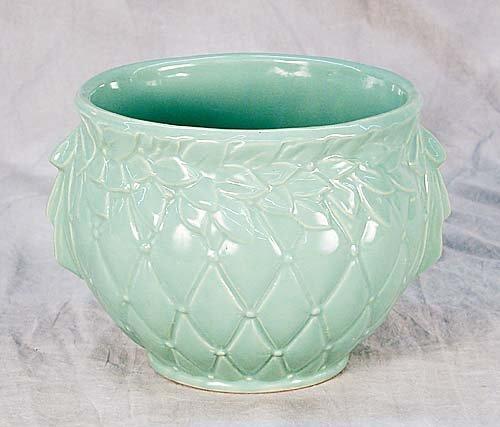 423: McCoy American art pottery cache-pot