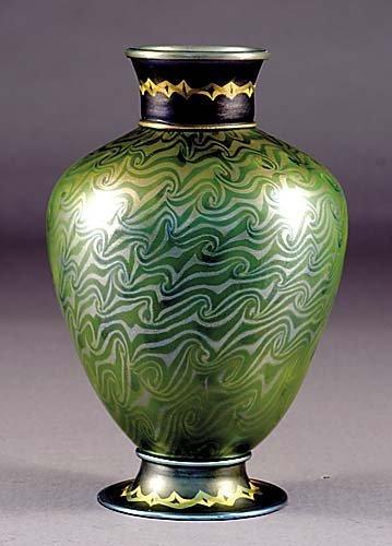 773: Magnificent Tiffany Favrile iridescent glass vase