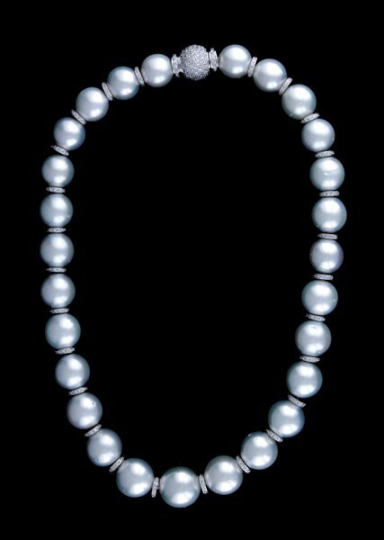 2012: South Sea pearl necklace