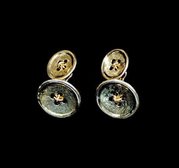 2017: Pair gold cuff links