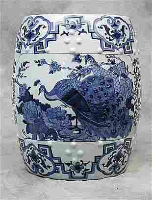 024: Chinese porcelain garden seat decorated