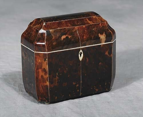 015: Regency tortoiseshell tea caddy   late 19th centur