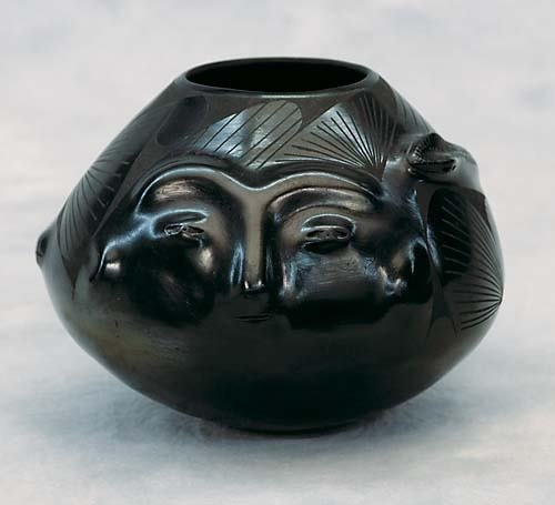 429: Mata Ortiz pottery vase by Jose Quezadabulbous for