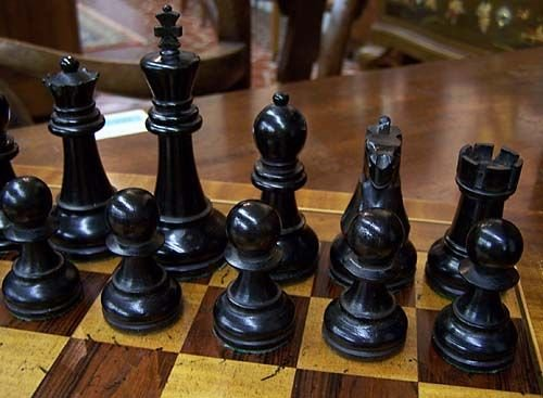 009: Tournament-size chess set in rosewood and brass bo - 2