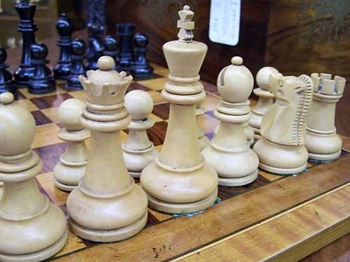 009: Tournament-size chess set in rosewood and brass bo - 3