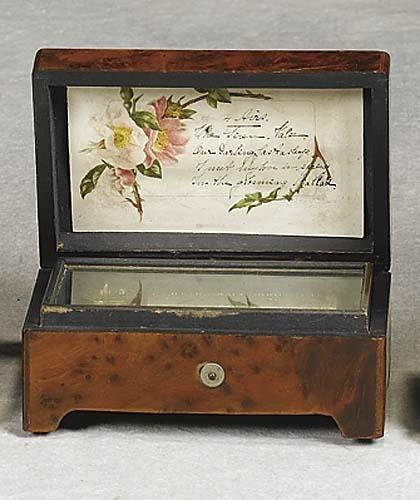 019: Diminutive walnut cylinder music box late 19th/ear