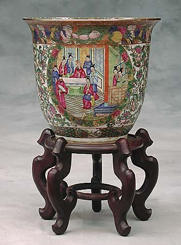 012: Chinese Export rose medallion cachepot o