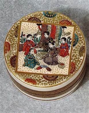 014: Fine Japanese satsuma small box, signed