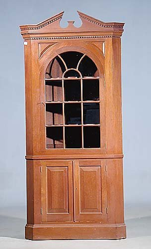 005: Georgian style mahogany corner cabinet one arched