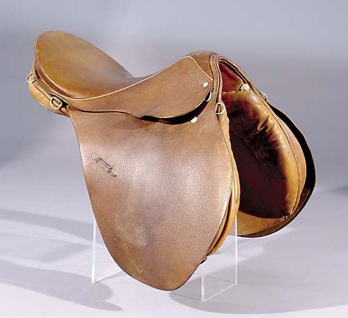 400: Stubben jumping saddle with sheepskin and pad; mar