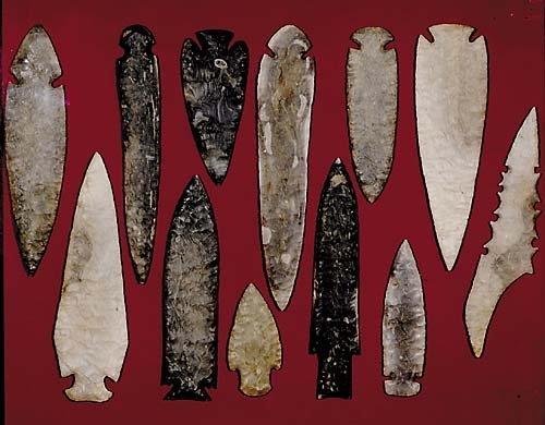 416: Native American knife blades and arrowheads twelve